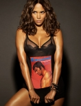 Halle Berry likes to get undressed