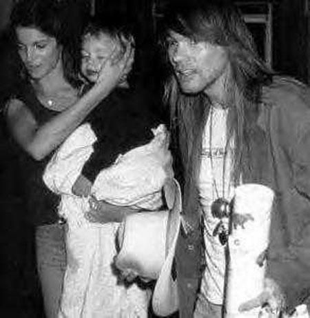 Axl rose and stephanie seymour pic1
