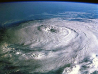 How big are hurricanes?